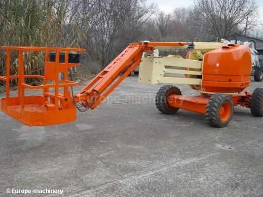 Boom Lifts / Aerial Work Platforms